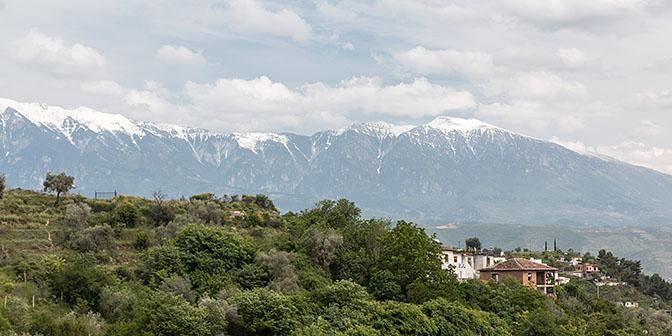 besneeuwde bergtoppen albanie