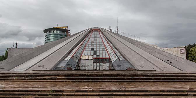 piramide tirana albanie