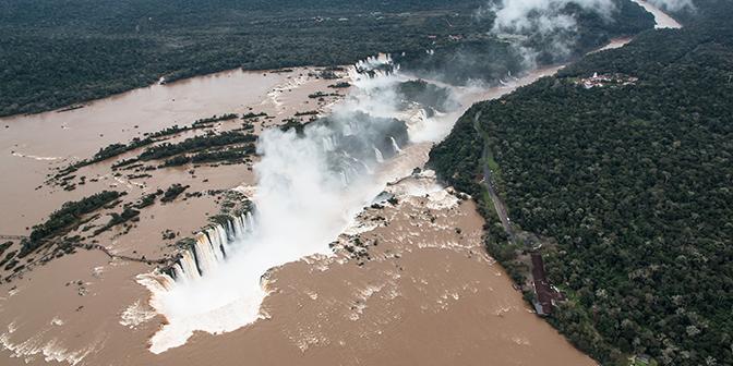 iguazu helikopter waterval