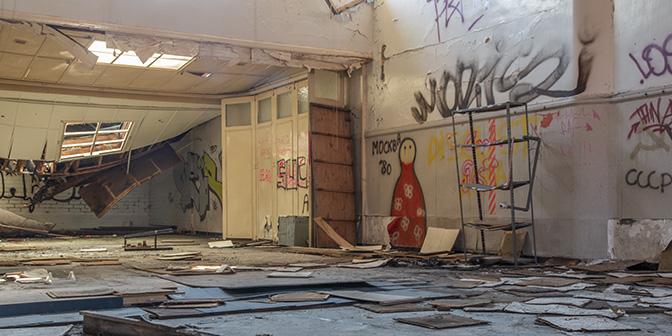 doel verlaten stad danszaal