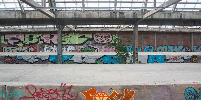 verlaten station montzen belgie
