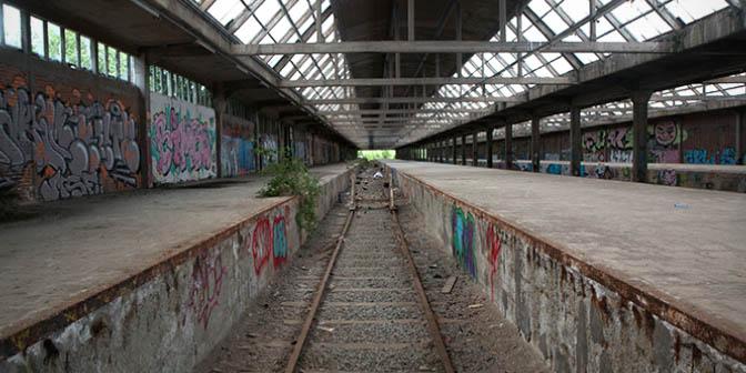 verlaten treinstation montzen