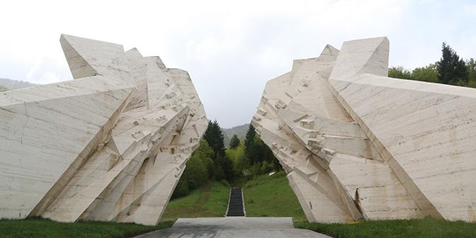 sutjeska tjeniste spomenik monument