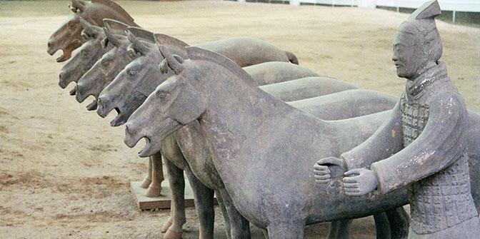 stenen krijger paard