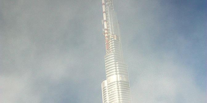 burj khalifa in de mist