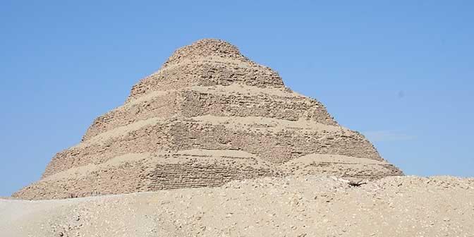 piramide djoser saqqara egypte