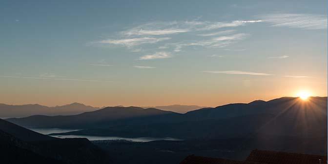 meer delphi zonsondergang