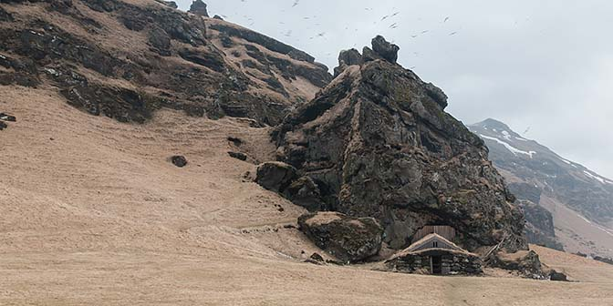 Rutshellir Cave vik zuiden ijsland