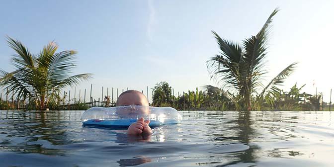 zwemmen met baby bali