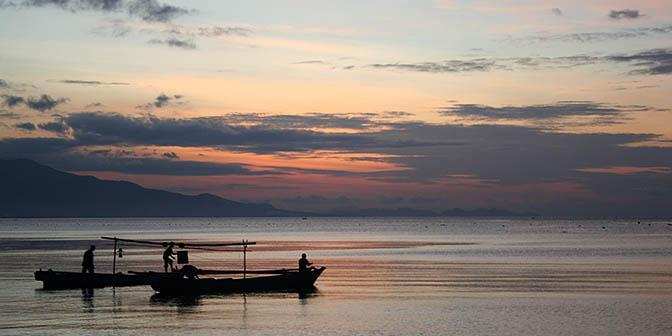 zonsondergang maumere indonesie