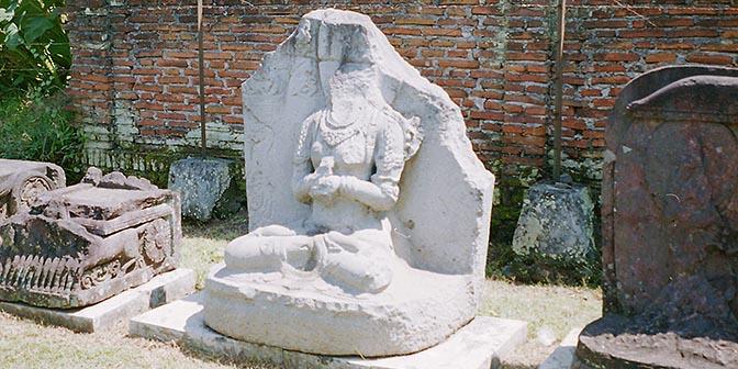 beeld tempel midden java