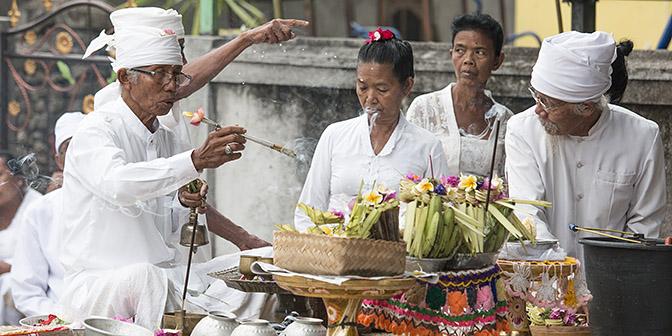 ceremonie nusa lembongan