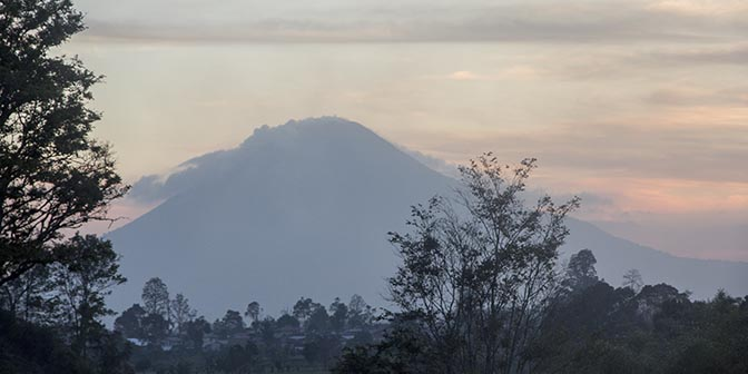 sinabung vulkaan indonesie