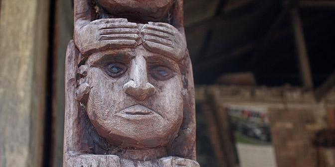 houtsnijwerk sumba indonesie