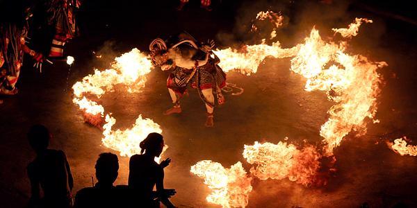 kecak dans op Bali><br><font face=