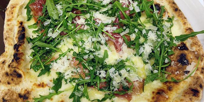 pizza napels italie