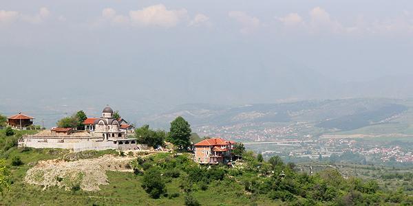 de berg Vodnu met uitzicht over Skopje Macedonie