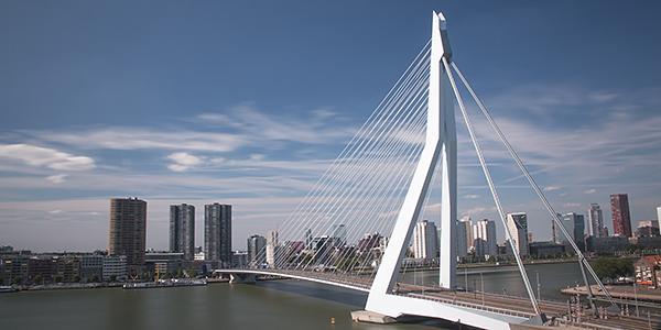 erasmusbrug rotterdam nederland