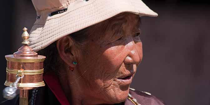 vrouw in Lhasa, Tibet