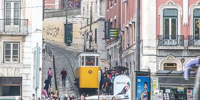 tram lift lissabon