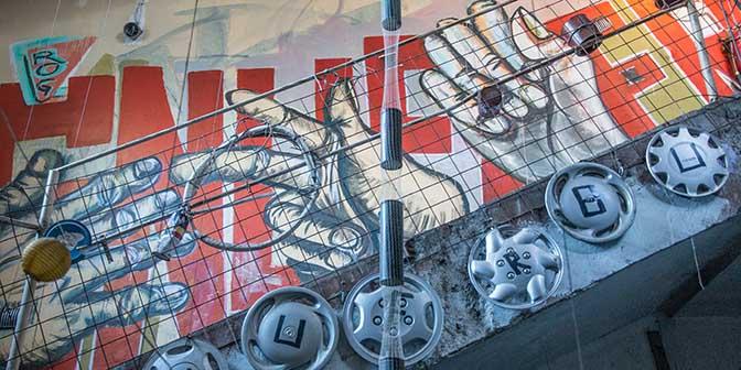 street art rog verlaten fabriek