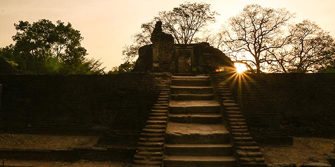 zonsondergang polonnaruwa