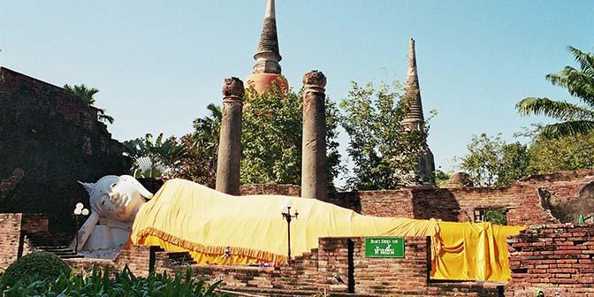 liggende boeddha in ayuthaya