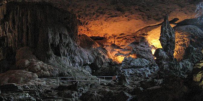 grotten halong bay